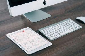 apple-desk-working-technology (Demo)