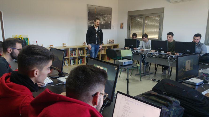 Nuestros alumnos de primero dam en el curso de FileMaker
